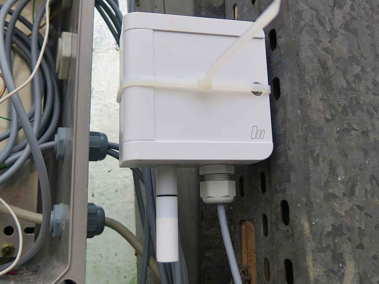 Condition Monitoring in der Landwirtschaft • Ein Temperatur- und Luftfeuchtemesser ist ebenfalls mit dem Gateway und damit mit dem DATAEAGLE Portal verbunden.
