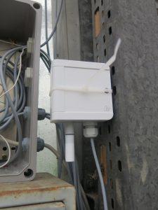 Ein Temperatur- und Luftfeuchtemesser ist ebenfalls mit dem Gateway und damit mit dem Portal verbunden.
