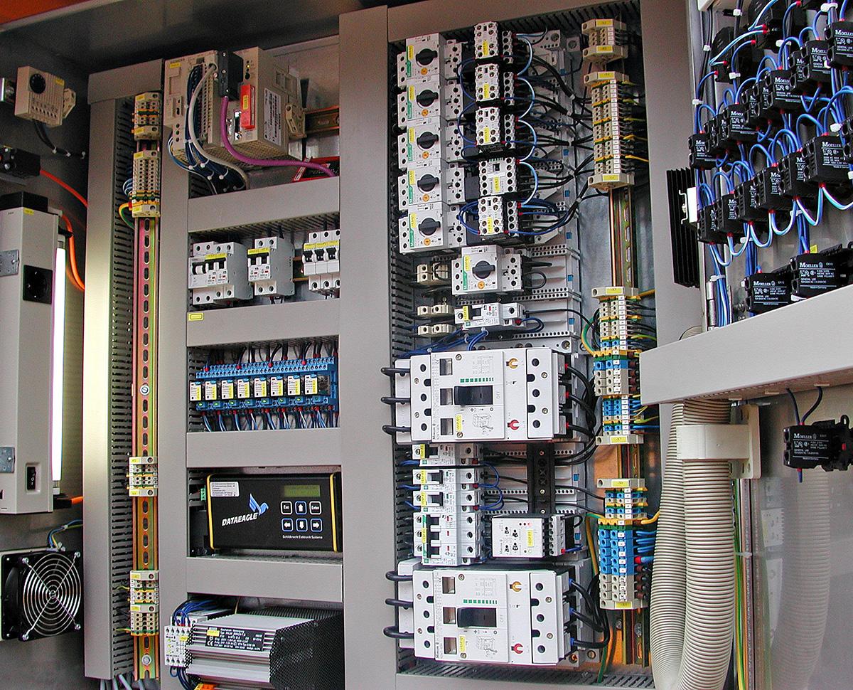 Datenfunk in der Wasserwirtschaft: Kabel werden durch moderne Datenfunkmodule ersetzt und die komprimierten Daten können so via Funkstrecke unkompliziert, sicher und über weite Entfernungen hinweg bis zum Cloud-Portal gesendet werden.