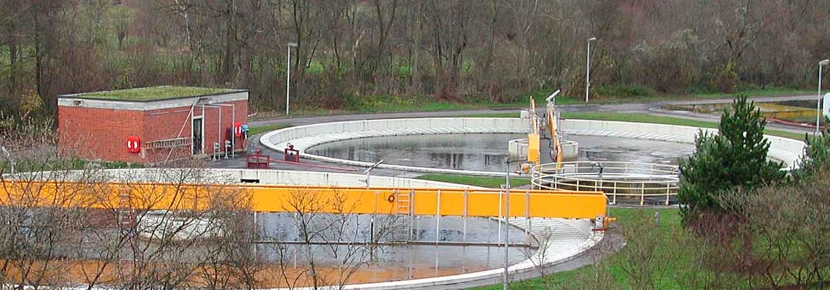 Radio data transmission in wastewater treatment plants