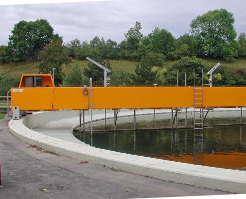 Datenfunk Wasserwirtschaft • Die DATAEAGLE Slaves sind dezentral am Becken oder direkt am Rührwerk, wie hier in einer Kläranlage angebracht und empfangen die Feldbusprotokolle über Bluetooth oder 869MHz.
